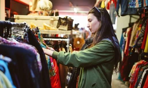Second handy na topie. Skąd wzięła się moda na odzież używaną?