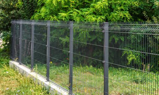 Panele ogrodzeniowe jako frontowe ogrodzenie domu