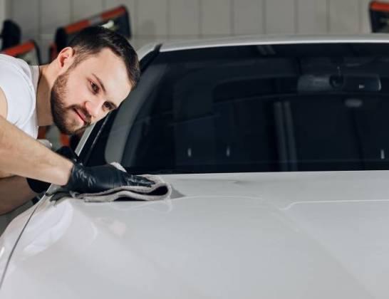 Jak zabezpieczyć karoserię samochodu i zapewnić jej trwały połysk?