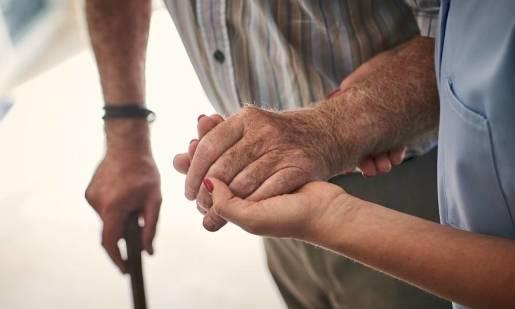 Trudna decyzja. Kiedy umieścić seniora w domu opieki?
