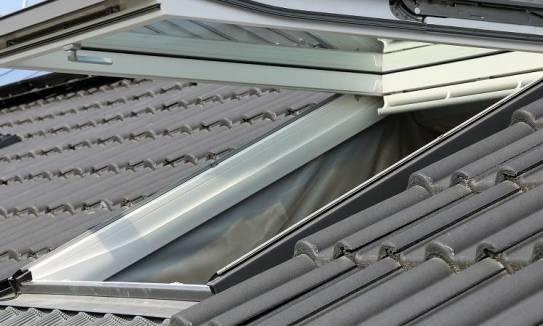 Kołnierze do okien dachowych. Dobór i montaż