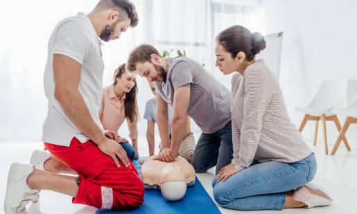 Szkolenia z pierwszej pomocy przedmedycznej. Dla kogo?