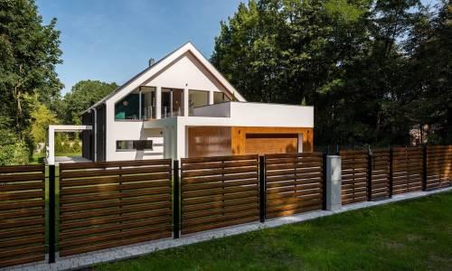 Cechy dobrych słupków ogrodzeniowych do paneli