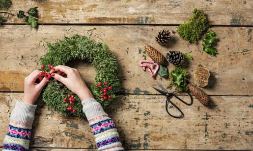 Jak wykonać stroik świąteczny? Pomysły!