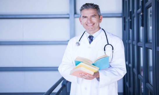 Dlaczego warto podjąć studia na uczelni medycznej?
