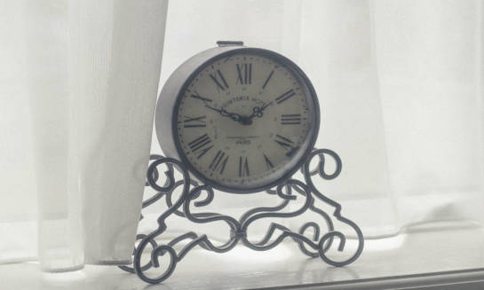 Elegancki zegar – świetny pomysł na prezent
