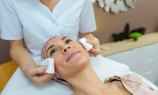 Dlaczego warto się zapisać na studia podyplomowe z kosmetologii