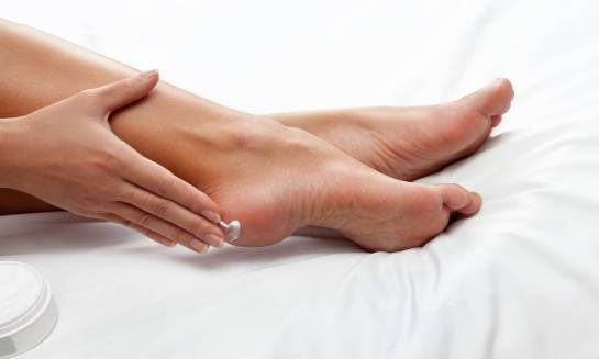 Preparaty apteczne na pęknięte stopy