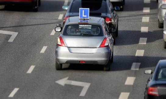 Szkolenie w pewnych rękach. Jaki powinien być idealny instruktor nauki jazdy?