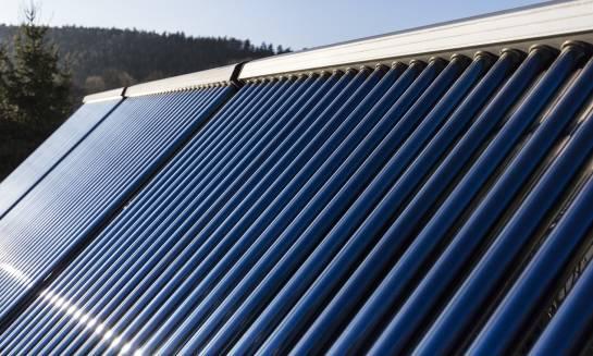 Dlaczego warto zainwestować w kolektory słoneczne?
