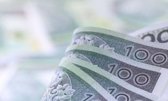 Czy bardziej opłaca się wymienić pieniądze w Polsce, czy za granicą?