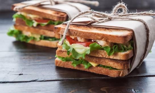 Kiedy warto skorzystać z cateringu kanapkowego?