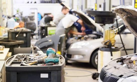 Jakie jest niezbędne wyposażenie warsztatu samochodowego?