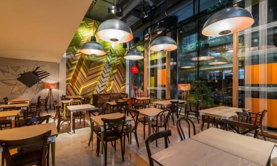 Czym powinny charakteryzować się idealne stoły restauracyjne?