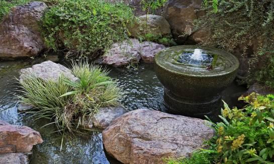 Co warto wiedzieć o montażu fontanny ogrodowej?