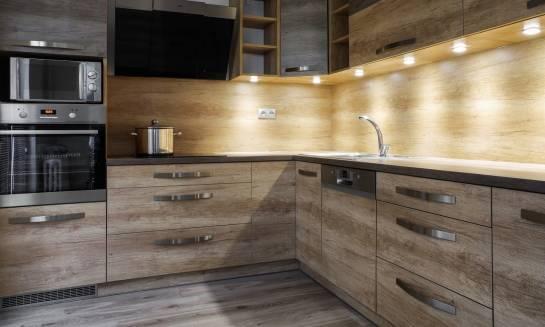 Zalety drewnianych mebli kuchennych