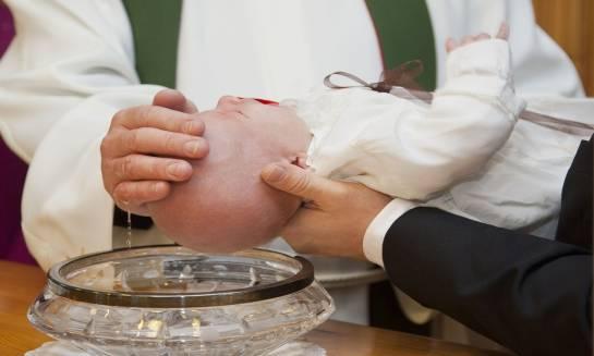 Przyjęcie z okazji chrztu w restauracji czy w domu?