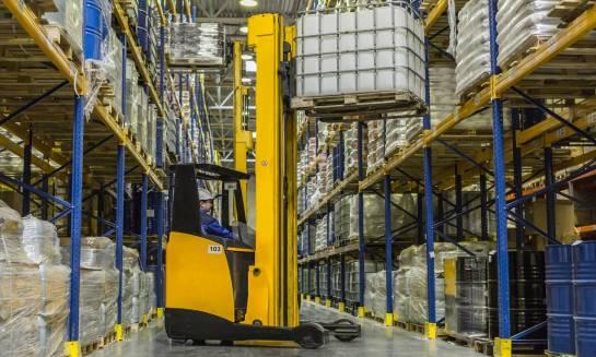 Jak wybrać wózek transportowy dla firmy?