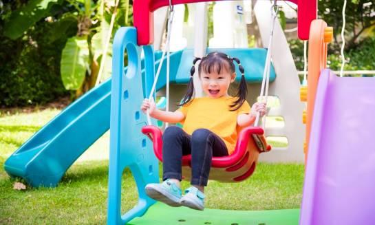 Bezpieczny plac zabaw? Jaki powinien być?