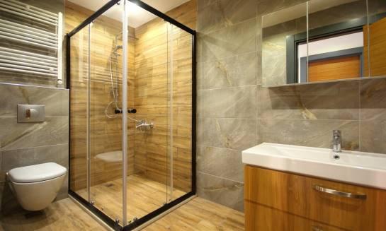 Jak skutecznie poprawić komfort mieszkania za pomocą remontu łazienki?