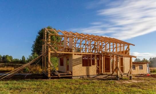 Nowoczesne technologie w domach z drewna