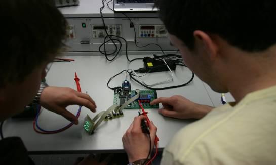 Właściwości i zastosowanie układów probierczych AC powyżej 10 kVA