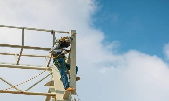 Bezpieczne prace na wysokości – co warto wiedzieć?