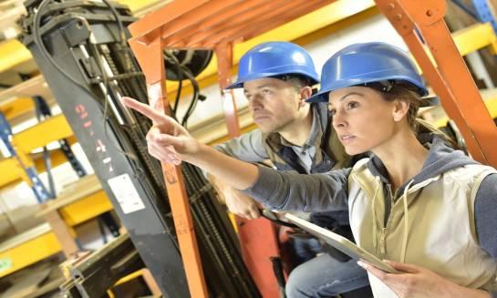 Jak zostać operatorem wózków widłowych?