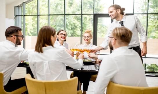 Jak wybrać hotel na imprezę dla firmy?