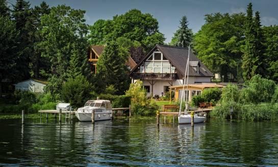 Na co zwrócić uwagę kupując działkę nad jeziorem?