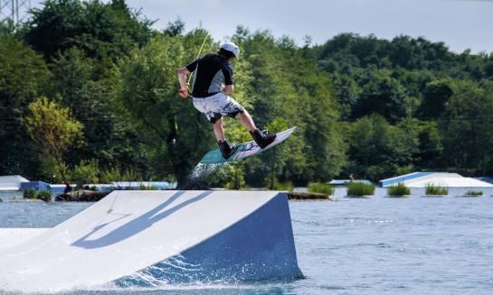 Jakie akcesoria potrzebne są na wakeboard?