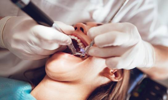 Sposoby na bezbolesne leczenie zębów