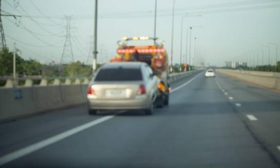 Kiedy warto wezwać pomoc drogową?
