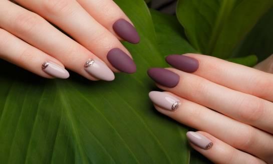 Stylizacja paznokci metodą akrylową