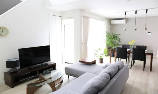 Jak wykończyć domowe wnętrza? Propozycje aranżacyjne
