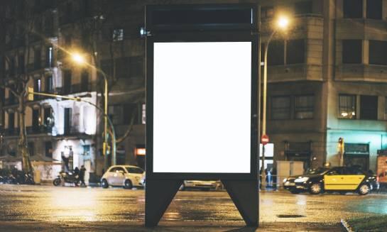 Jak oznaczyć punkty handlowe dzięki reklamie zewnętrznej?