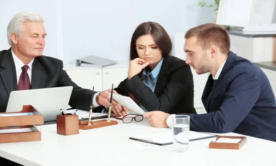 Kiedy warto skorzystać z pomocy adwokata?
