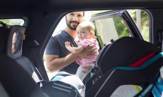 Zasady przewożenia dziecka w foteliku samochodowym