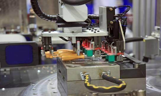 Rola nowoczesnego parku maszynowego w procesie powstawania form wtryskowych