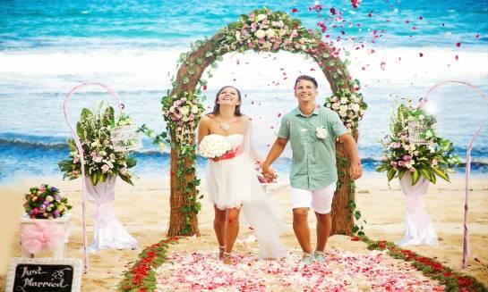 Ślub na plaży. Jak go zorganizować?