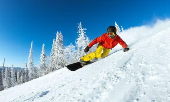 Jak przygotować się na wyprawę snowboardową?