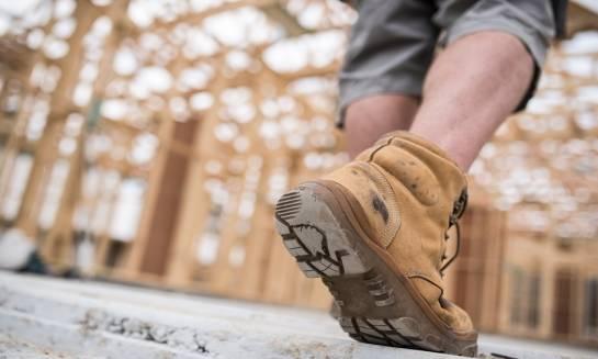 Jak wybrać odpowiednie buty robocze?