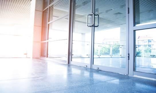 Drzwi aluminiowe – gdzie znajdują zastosowanie?