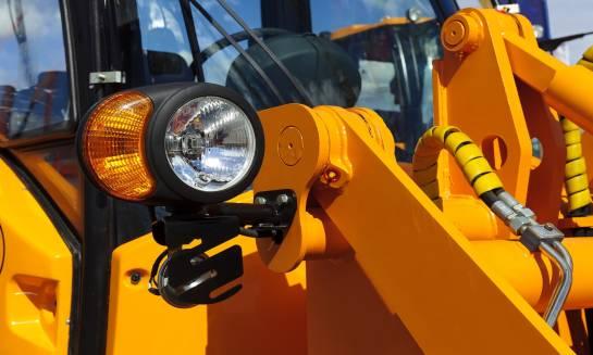 Lampy LED do ciągników i przyczepek. Czy warto się na nie zdecydować?