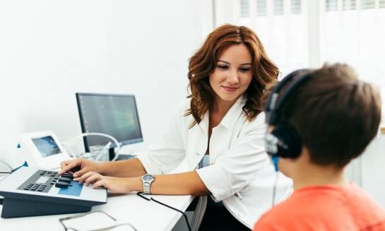 Bezpłatne badania słuchu. Komu i kiedy przysługują?