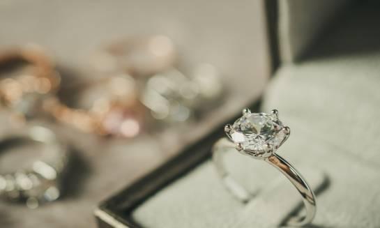 Kryteria wyboru pierścionka zaręczynowego