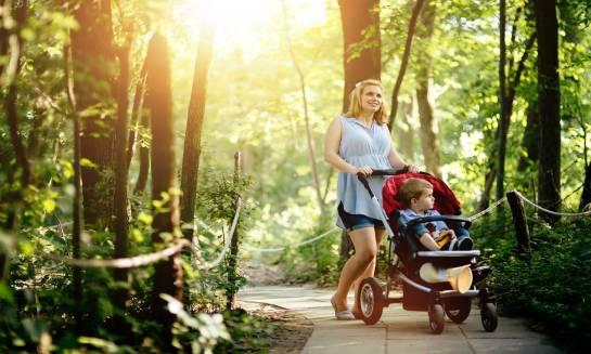 Elementy metalowe w wózkach dziecięcych — ich rola i znaczenie