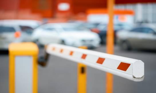 4 zalety parkingów strzeżonych