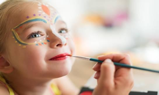 Malowanie twarzy. Jakich farb używać?