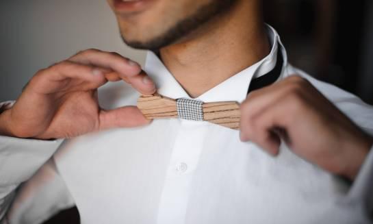 Drewniana mucha. Oryginalne akcesorium eleganckiego mężczyzny